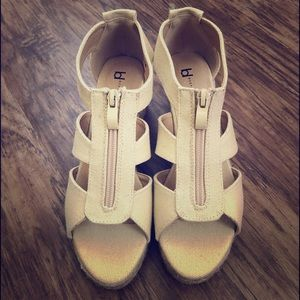 """🎃 3"""" Wedge Espadrilles . Size 6.5. New in box"""